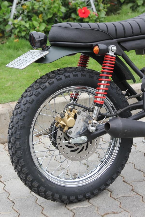 Suzuki-GN125-len-doi-Tracker-nha-binh-anh-19