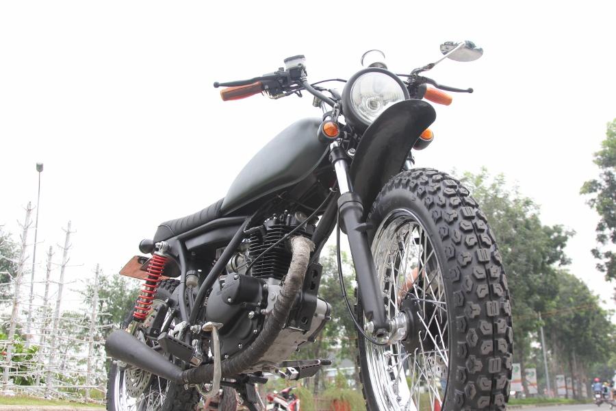 Suzuki-GN125-len-doi-Tracker-nha-binh-anh-10