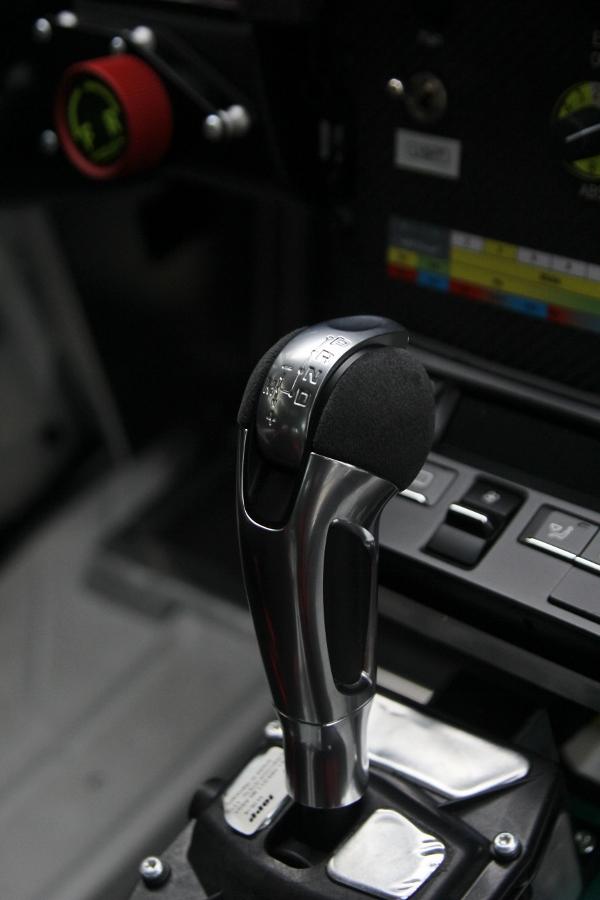 Can-canh-xe-dua-noi-loan-Porsche-Cayman-GT4-Clubsport-tren-pho-Sai-Gon-anh-5