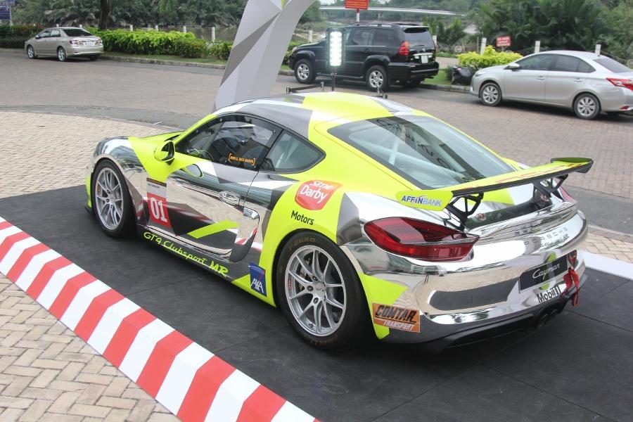 Can-canh-xe-dua-noi-loan-Porsche-Cayman-GT4-Clubsport-tren-pho-Sai-Gon-anh-15