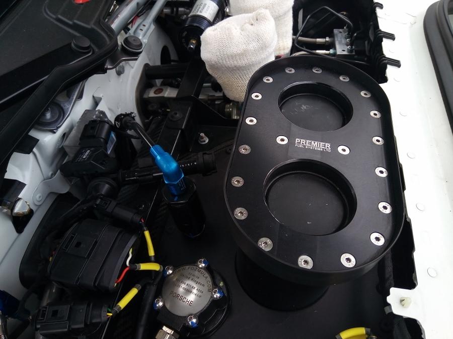 Can-canh-xe-dua-noi-loan-Porsche-Cayman-GT4-Clubsport-tren-pho-Sai-Gon-anh-25