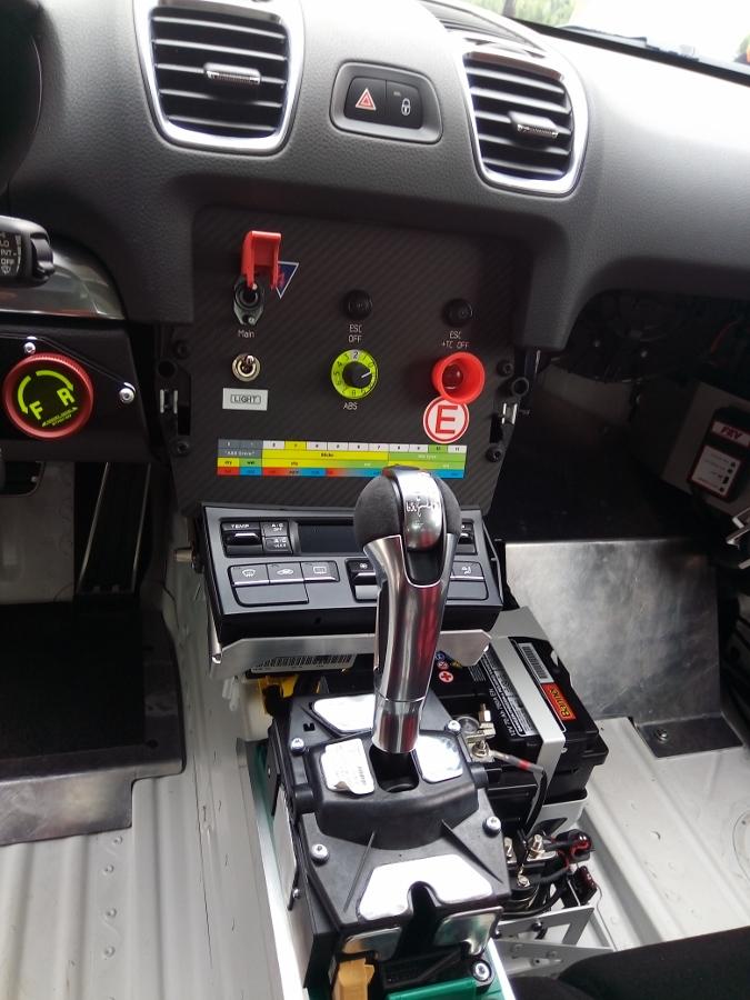 Can-canh-xe-dua-noi-loan-Porsche-Cayman-GT4-Clubsport-tren-pho-Sai-Gon-anh-6