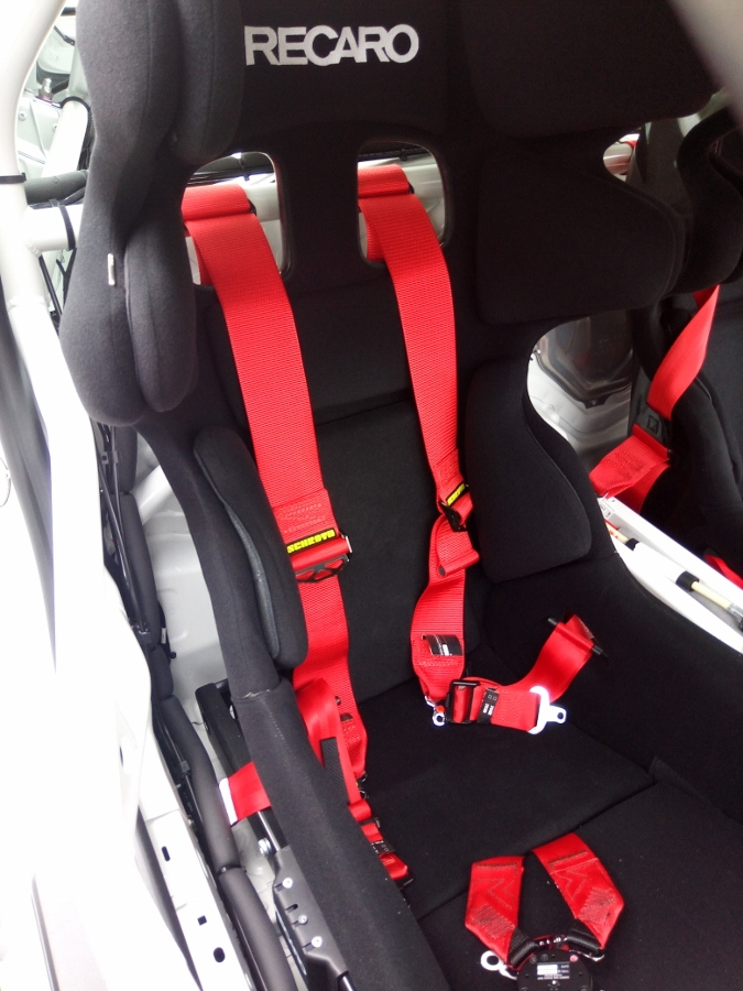 Can-canh-xe-dua-noi-loan-Porsche-Cayman-GT4-Clubsport-tren-pho-Sai-Gon-anh-19