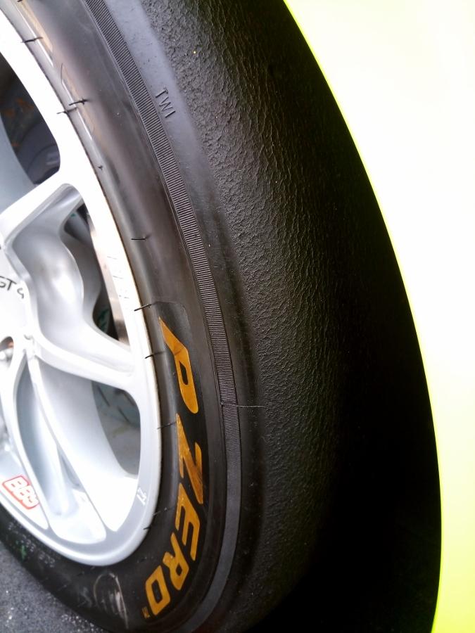 Can-canh-xe-dua-noi-loan-Porsche-Cayman-GT4-Clubsport-tren-pho-Sai-Gon-anh-13