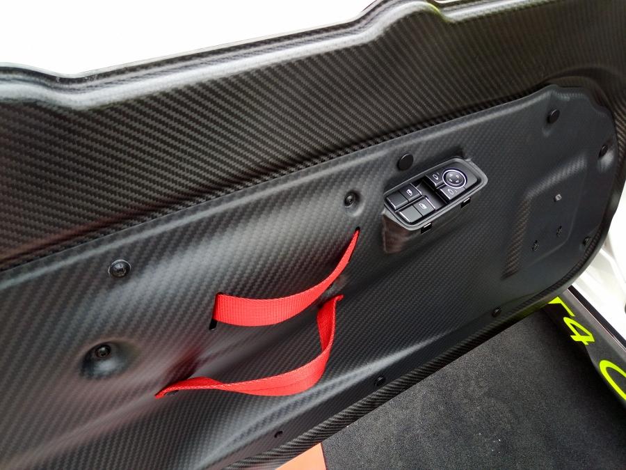 Can-canh-xe-dua-noi-loan-Porsche-Cayman-GT4-Clubsport-tren-pho-Sai-Gon-anh-33