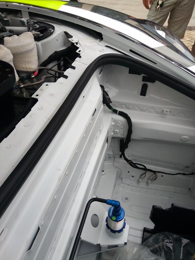 Can-canh-xe-dua-noi-loan-Porsche-Cayman-GT4-Clubsport-tren-pho-Sai-Gon-anh-22