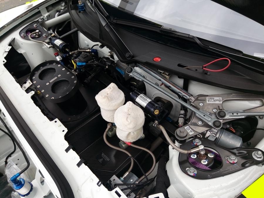 Can-canh-xe-dua-noi-loan-Porsche-Cayman-GT4-Clubsport-tren-pho-Sai-Gon-anh-29