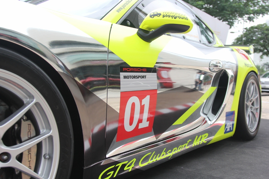 Can-canh-xe-dua-noi-loan-Porsche-Cayman-GT4-Clubsport-tren-pho-Sai-Gon-anh-16