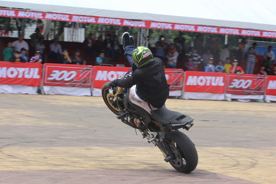 Biker-Viet-day-song-truoc-cac-man-stunt-tao-bao-anh-15