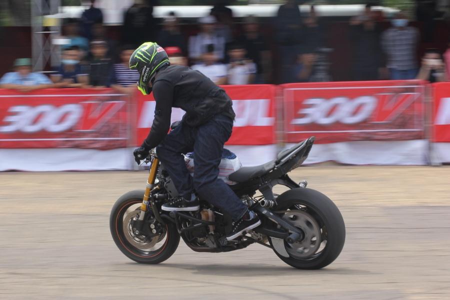 Biker-Viet-day-song-truoc-cac-man-stunt-tao-bao-anh-17