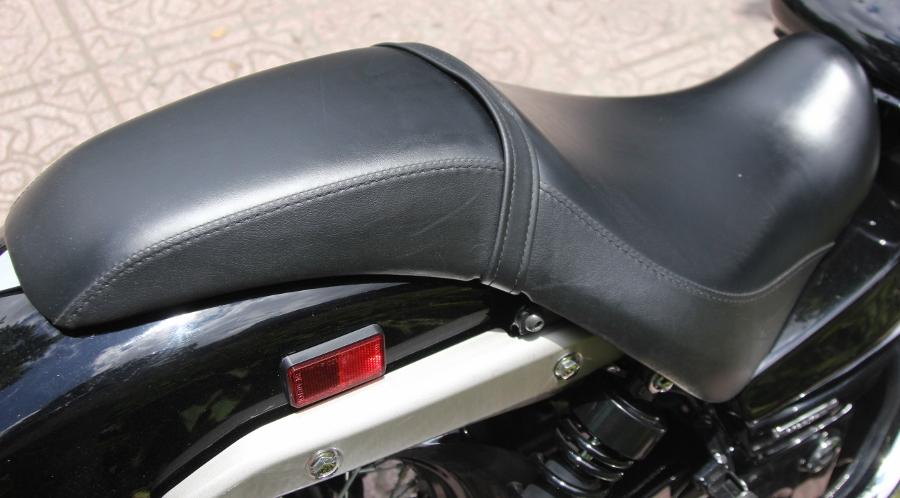 Honda-Shadow-750-Quy-ong-diem-tinh-tren-pho-thi-anh-5
