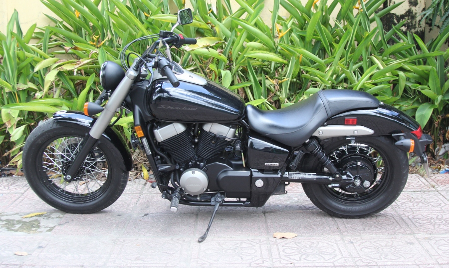 Honda-Shadow-750-Quy-ong-diem-tinh-tren-pho-thi-anh-11