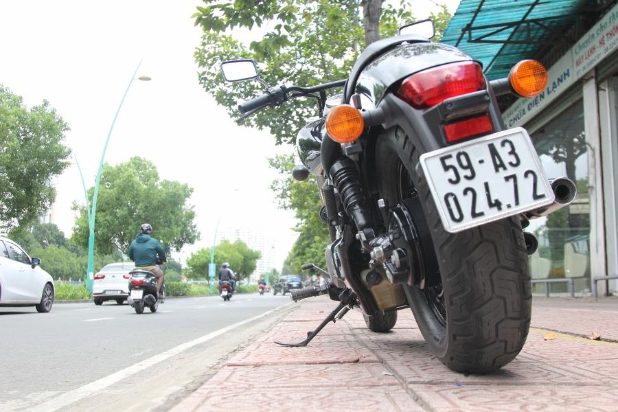 Honda-Shadow-750-Quy-ong-diem-tinh-tren-pho-thi-anh-16