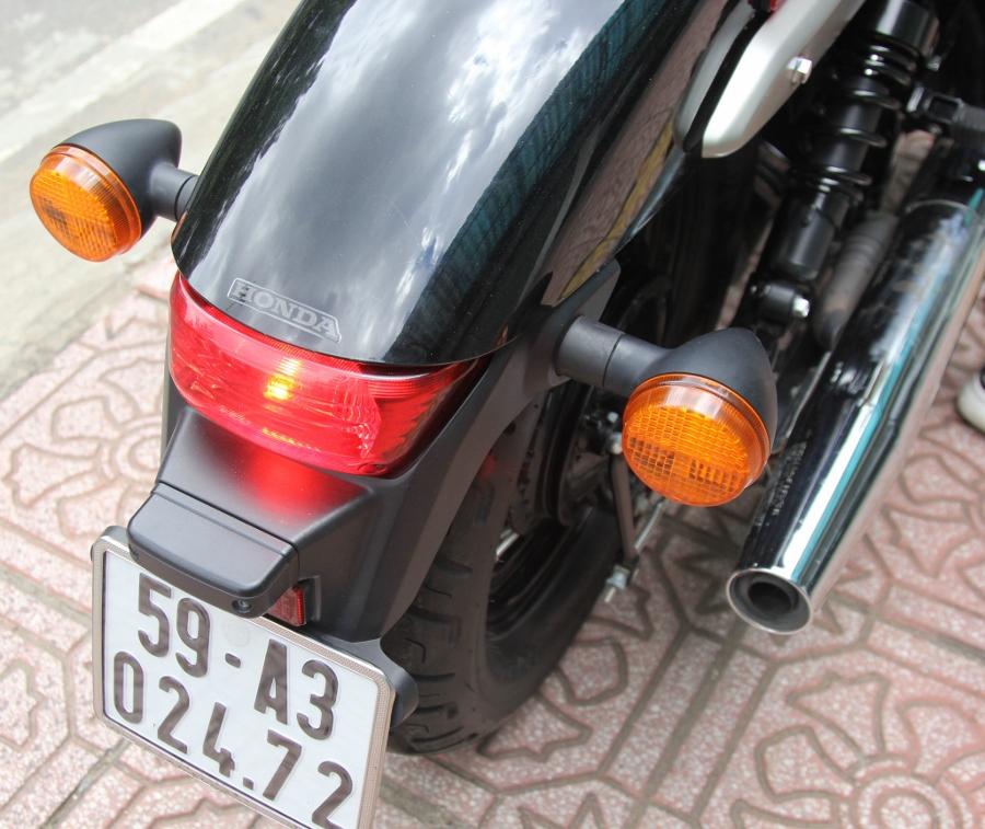Honda-Shadow-750-Quy-ong-diem-tinh-tren-pho-thi-anh-7