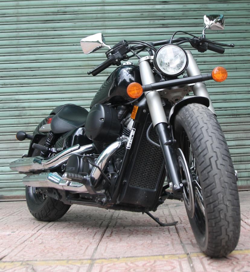 Honda-Shadow-750-Quy-ong-diem-tinh-tren-pho-thi-anh-17