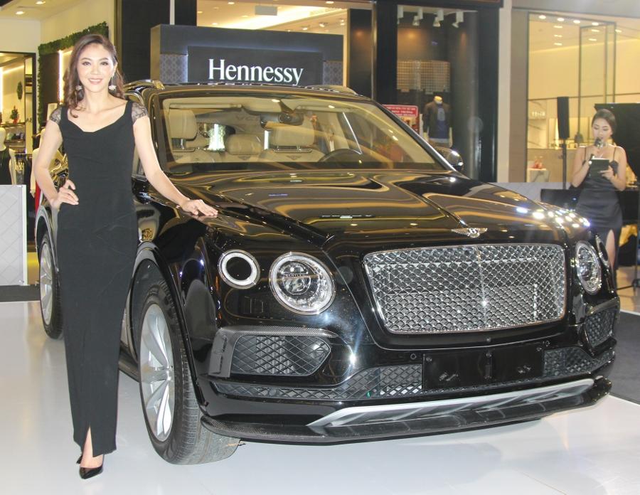 Bentley-trien-lam-xe-cuc-dat-tien-tai-Sai-Gon-anh-4