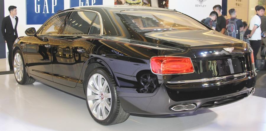 Bentley-trien-lam-xe-cuc-dat-tien-tai-Sai-Gon-anh-7