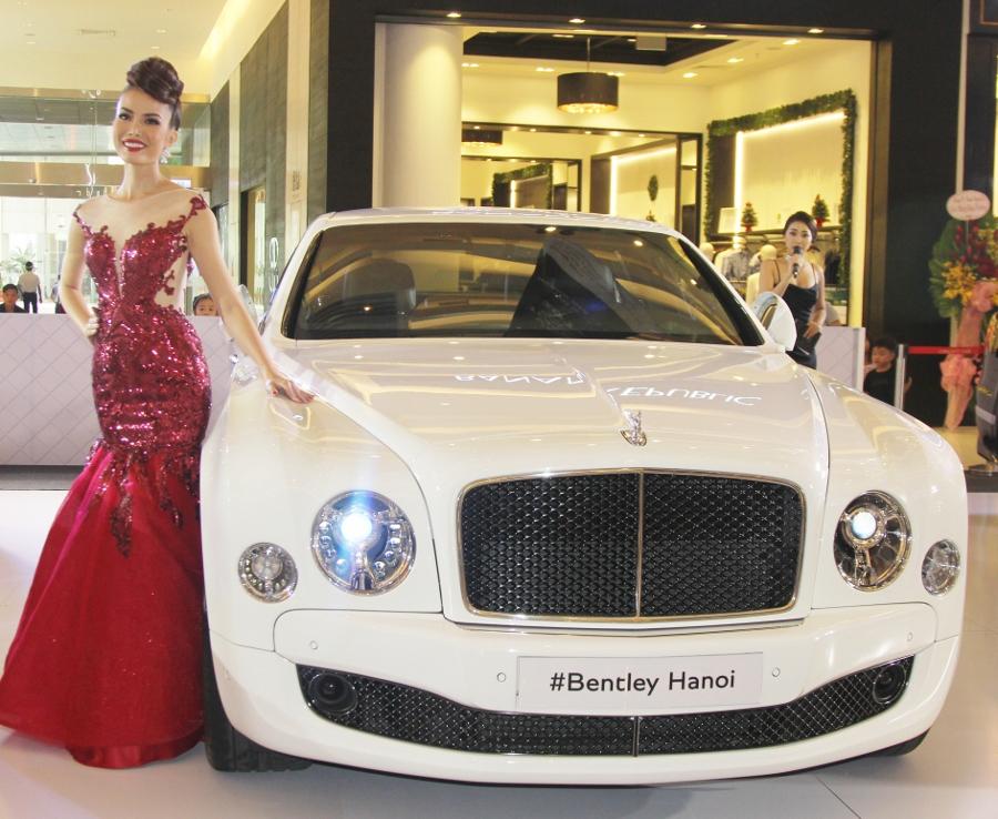Bentley-trien-lam-xe-cuc-dat-tien-tai-Sai-Gon-anh-2
