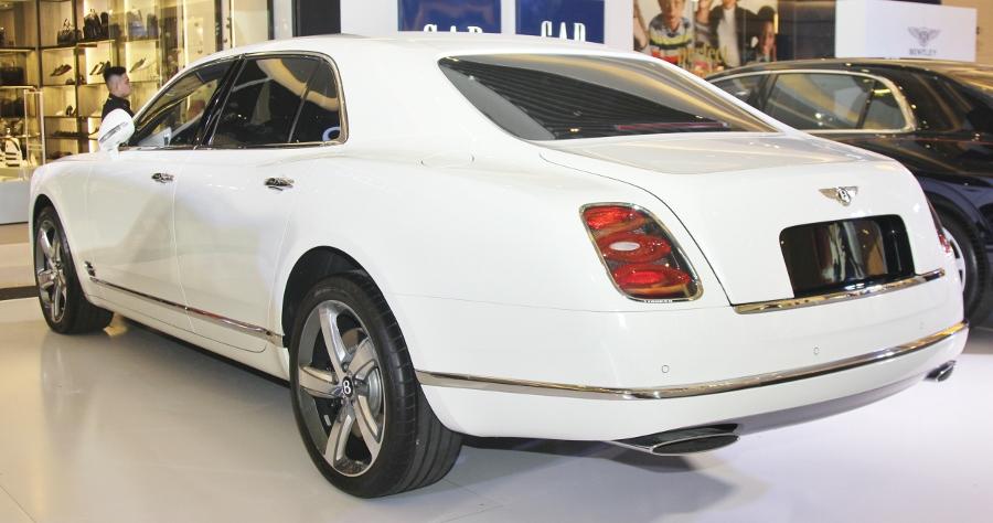 Bentley-trien-lam-xe-cuc-dat-tien-tai-Sai-Gon-anh-3