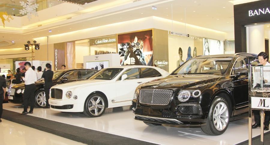 Bentley-trien-lam-xe-cuc-dat-tien-tai-Sai-Gon-anh-9