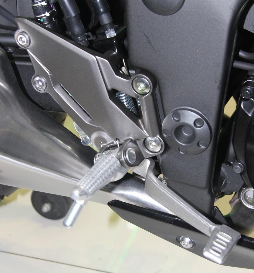 Nakedbike-Kawasaki-Z300-2018-gia-129-trieu-dong-co-gi-hon-doi-thu-anh-22