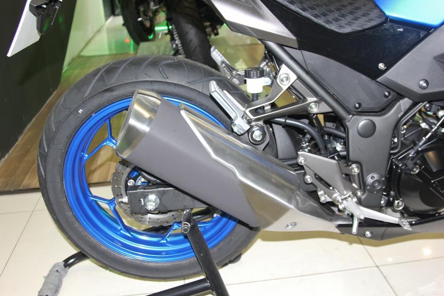 Nakedbike-Kawasaki-Z300-2018-gia-129-trieu-dong-co-gi-hon-doi-thu-anh-13