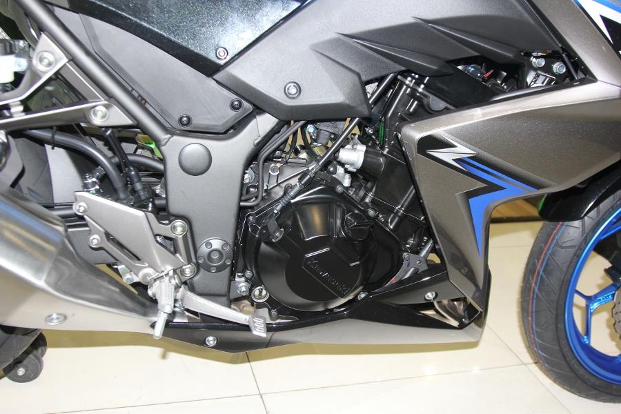 Nakedbike-Kawasaki-Z300-2018-gia-129-trieu-dong-co-gi-hon-doi-thu-anh-18