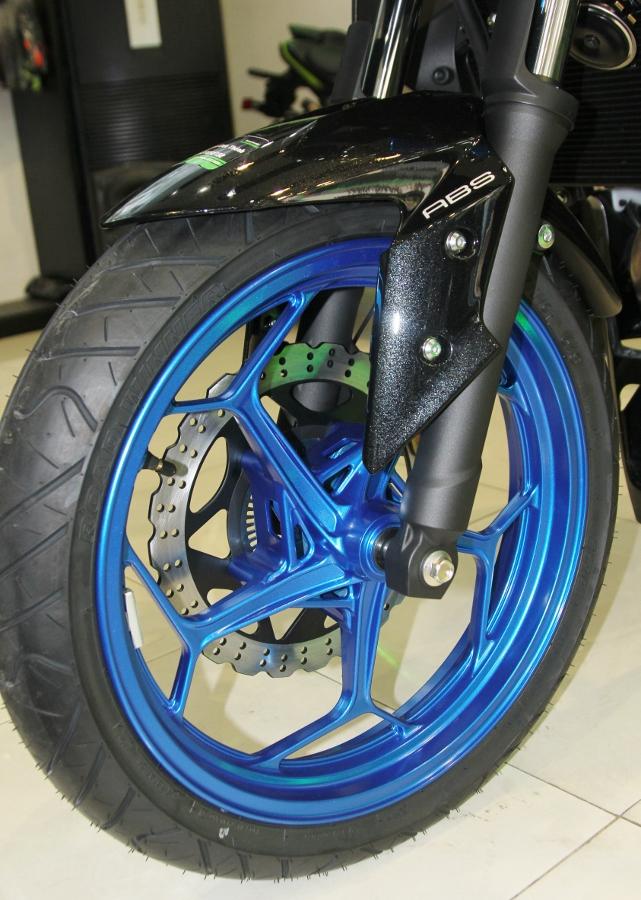 Nakedbike-Kawasaki-Z300-2018-gia-129-trieu-dong-co-gi-hon-doi-thu-anh-14