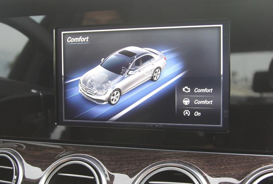 Mercedes-Benz-E-250-2017-Sedan-dang-cap-trong-tam-gia-anh-25