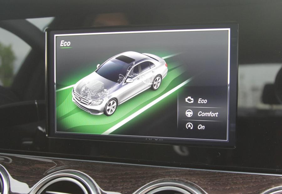 Mercedes-Benz-E-250-2017-Sedan-dang-cap-trong-tam-gia-anh-24