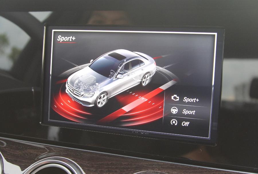 Mercedes-Benz-E-250-2017-Sedan-dang-cap-trong-tam-gia-anh-28