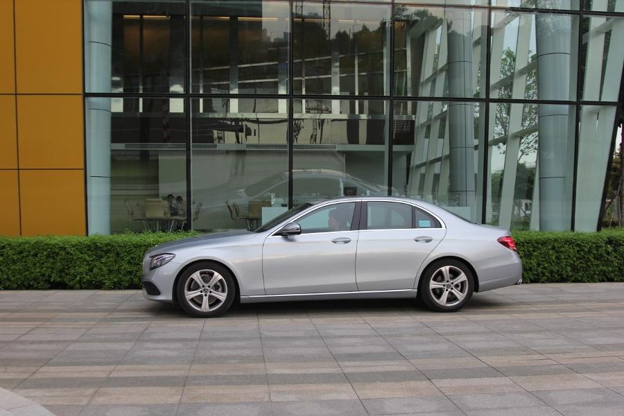 Mercedes-Benz-E-250-2017-Sedan-dang-cap-trong-tam-gia-anh-30