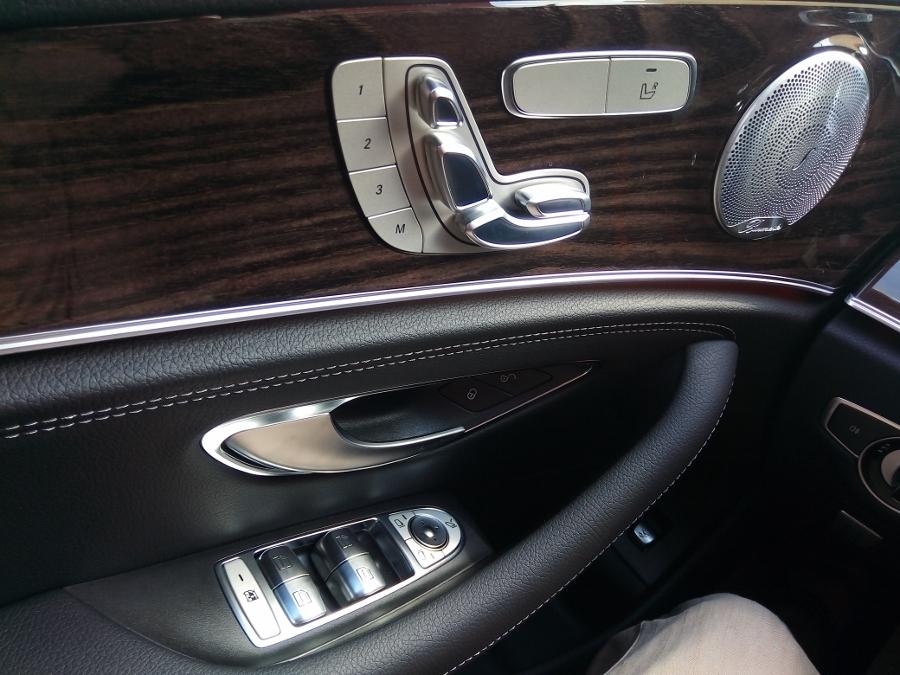 Mercedes-Benz-E-250-2017-Sedan-dang-cap-trong-tam-gia-anh-15