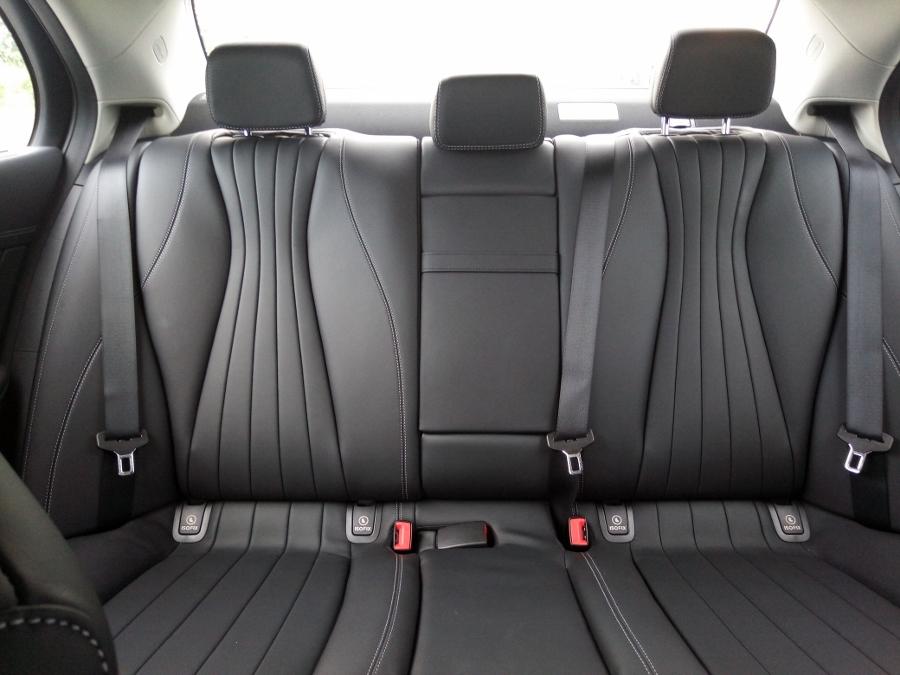 Mercedes-Benz-E-250-2017-Sedan-dang-cap-trong-tam-gia-anh-21