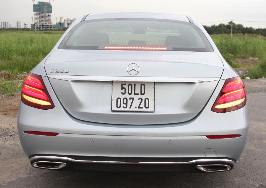 Mercedes-Benz-E-250-2017-Sedan-dang-cap-trong-tam-gia-anh-33