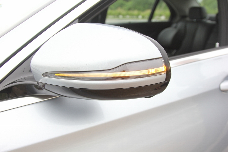 Mercedes-Benz-E-250-2017-Sedan-dang-cap-trong-tam-gia-anh-34