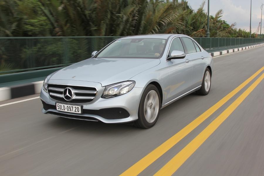 Mercedes-Benz-E-250-2017-Sedan-dang-cap-trong-tam-gia-anh-1