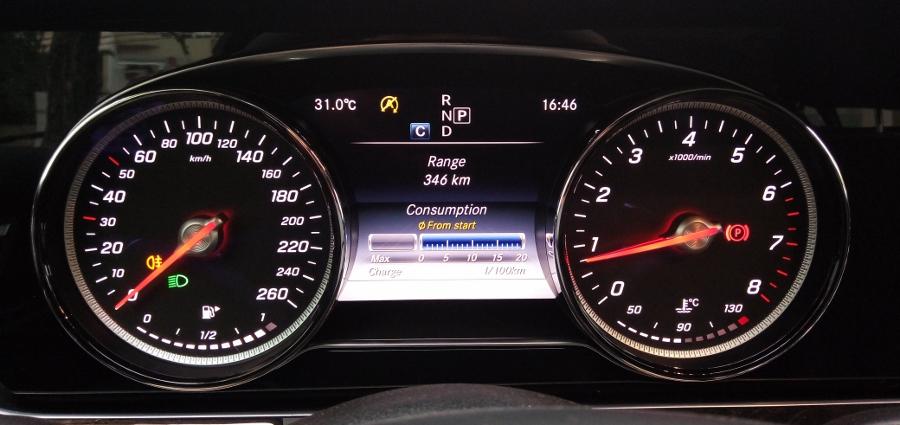 Mercedes-Benz-E-250-2017-Sedan-dang-cap-trong-tam-gia-anh-31