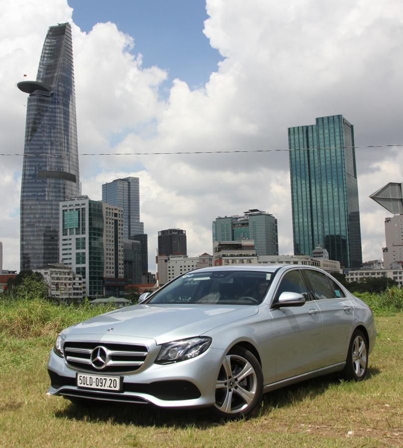Mercedes-Benz-E-250-2017-Sedan-dang-cap-trong-tam-gia-anh-32