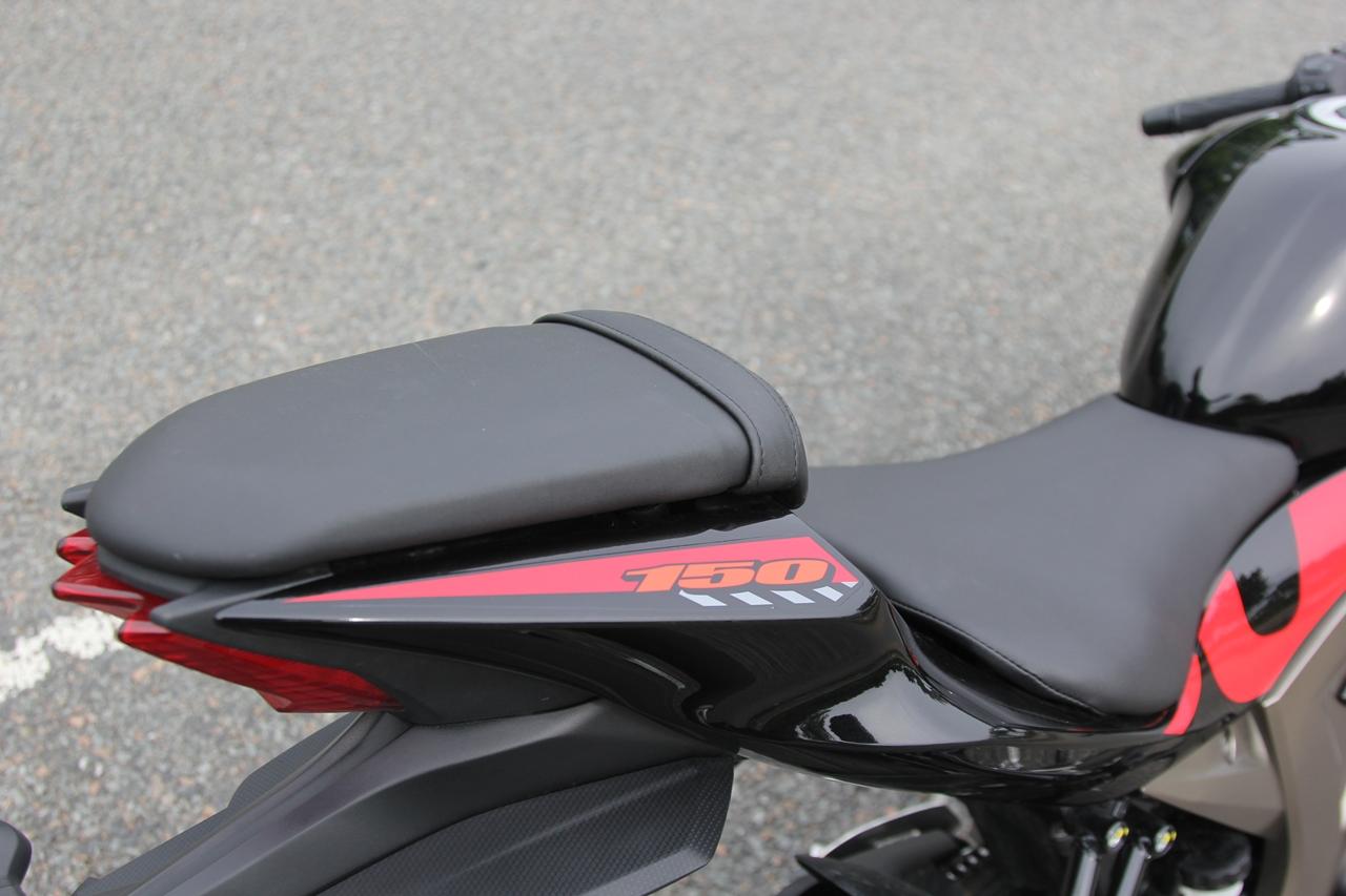 Suzuki-GSX-R150-2017-Sportbike-ruoi-gia-75-trieu-anh-10