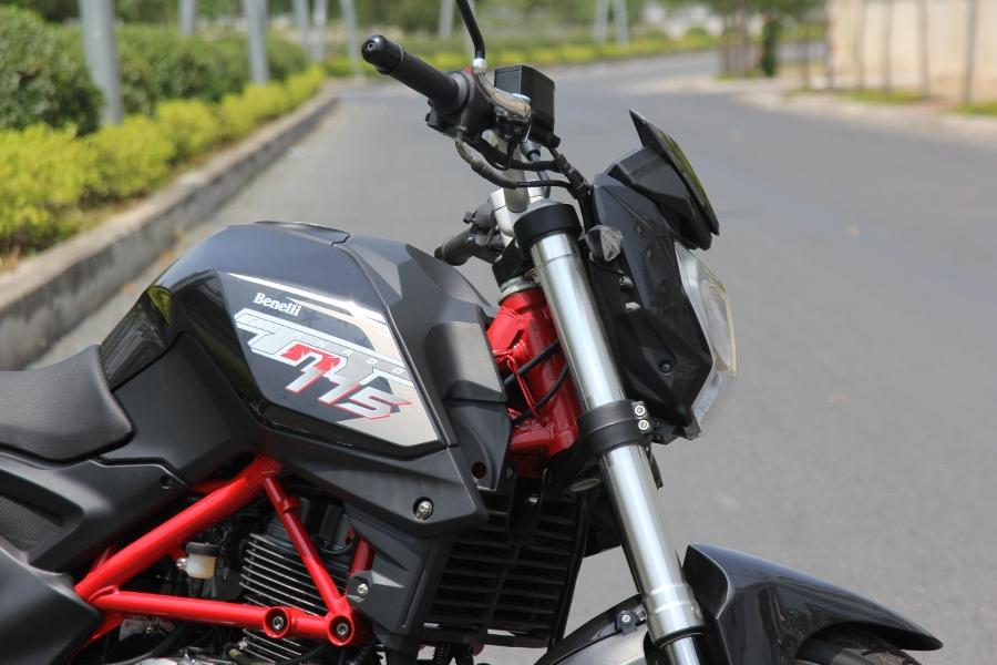 Benelli-TNT175-2017-nakedbike-hap-dan-gia-sinh-vien-anh-8