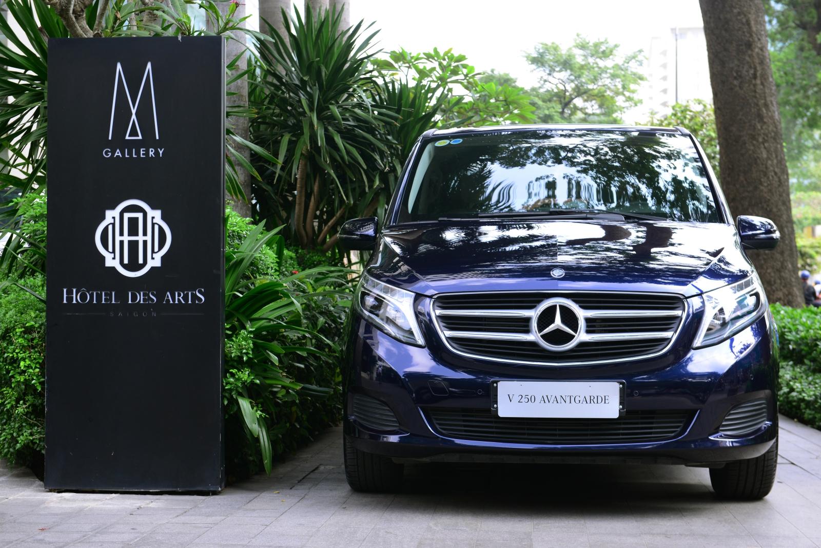 Mercedes-giao-xe-7-cho-an-toan-5-sao-cho-khach-dai-gia-Sai-Gon-anh-1