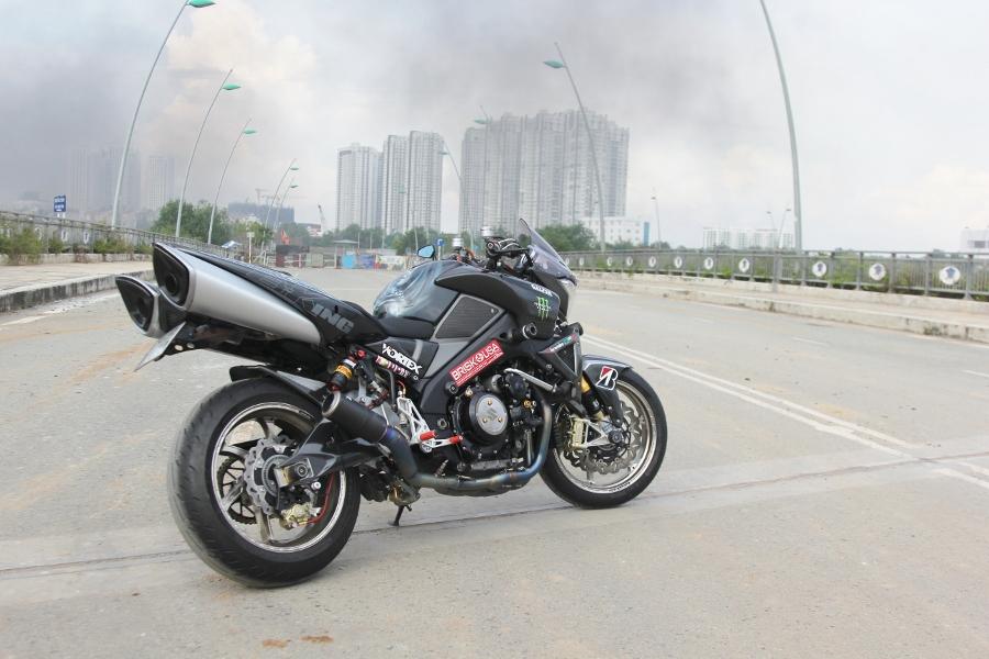 Suzuki-B-King-Kham-pha-mo-to-con-nha-giau-noi-cong-tham-hau-anh-8