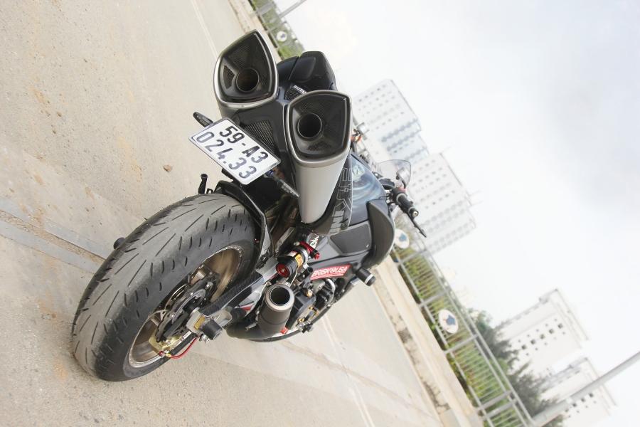 Suzuki-B-King-Kham-pha-mo-to-con-nha-giau-noi-cong-tham-hau-anh-5