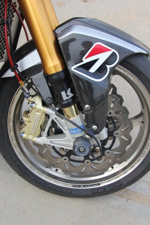 Suzuki-B-King-Kham-pha-mo-to-con-nha-giau-noi-cong-tham-hau-anh-25