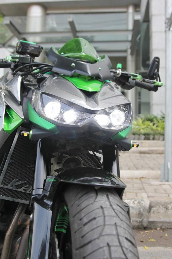 Chieu-lam-dep-Kawasaki-Z1000-noi-bat-choi-Tet-anh-16