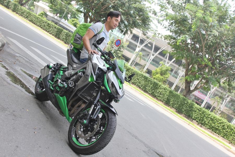 Chieu-lam-dep-Kawasaki-Z1000-noi-bat-choi-Tet-anh-13