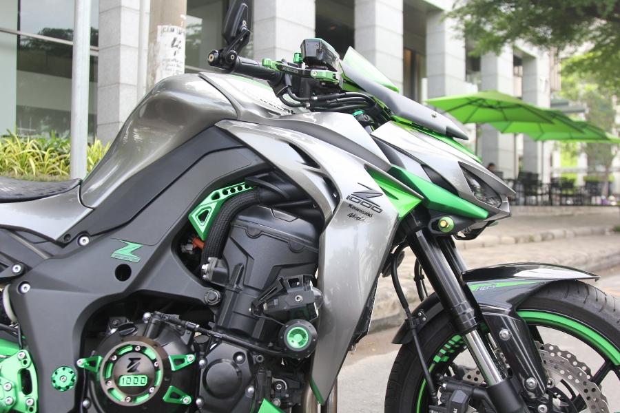 Chieu-lam-dep-Kawasaki-Z1000-noi-bat-choi-Tet-anh-2