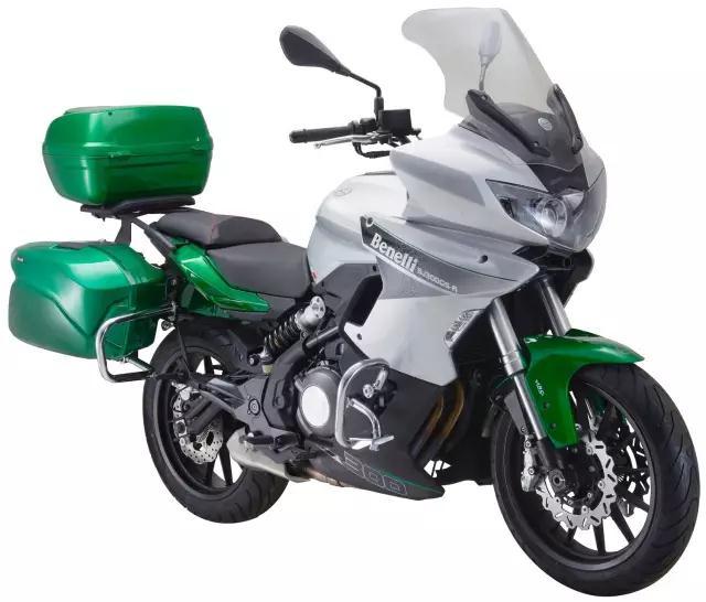 Xe-phuot-Benelli-302-Tourer-2018-canh-tranh-Kawasaki-Versys-X300-anh-1