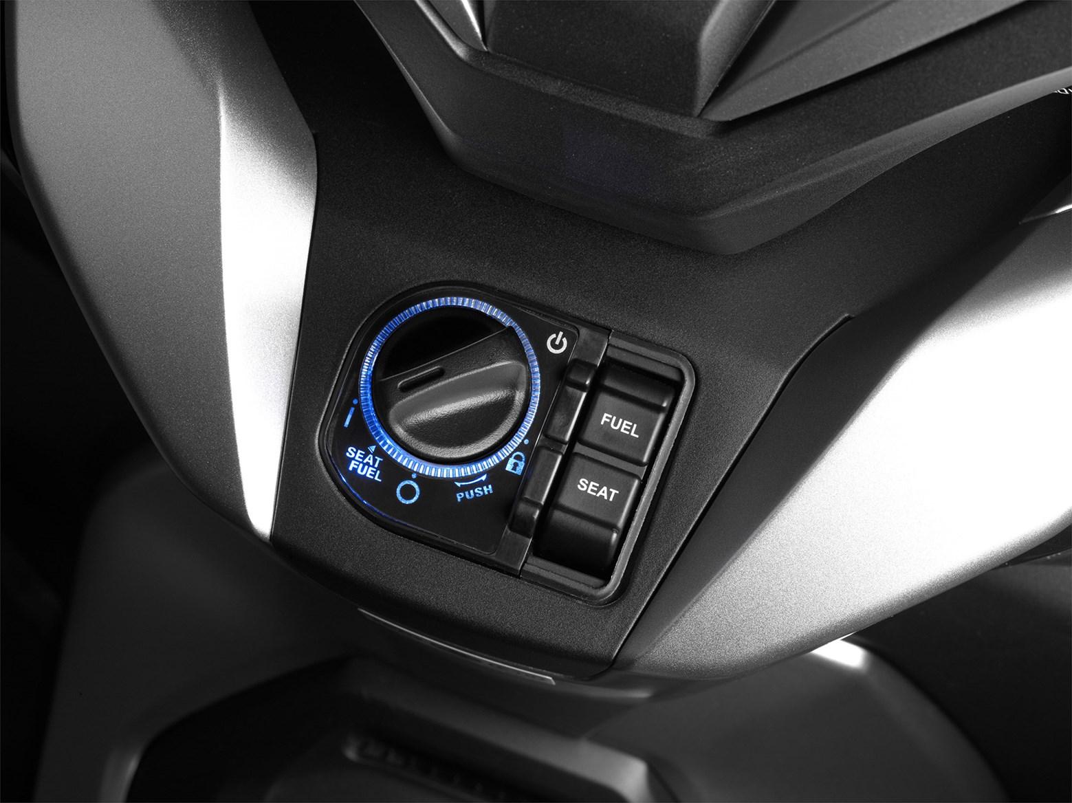 Honda-Forza-300-2018-Dai-ca-cua-PCX-150-anh-7